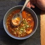 stærk suppe med tigerrejer